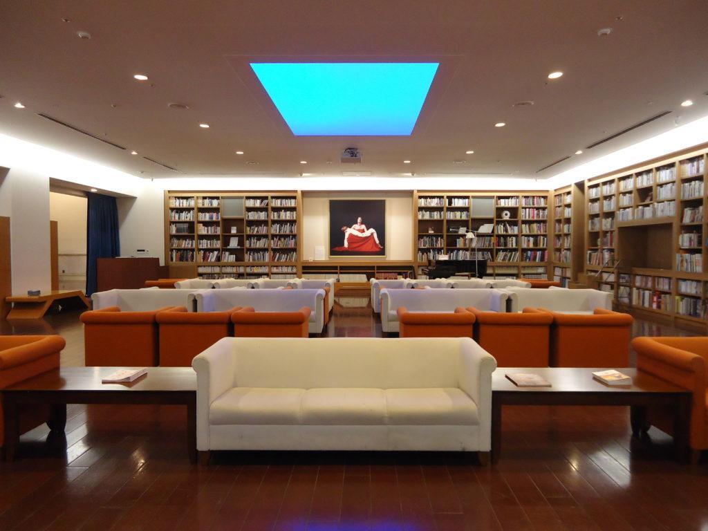 熊本市現代美術館 図書室
